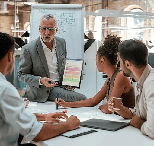 Reunión laboral con dispositivos Lenovo