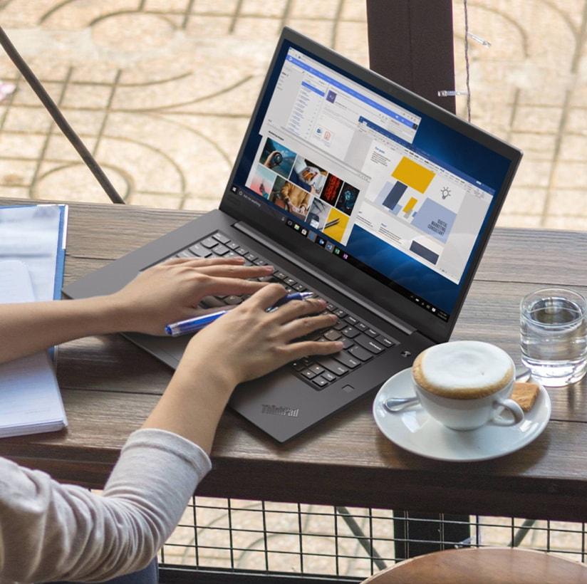 Laptop ThinkPad en acción