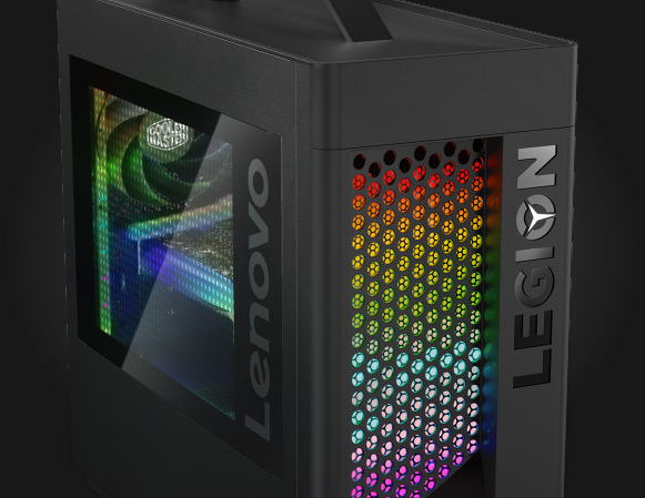 Lenovo Legion T730-towercomputer til gaming, set forfra i ¾ visning og med transparent sidepanel