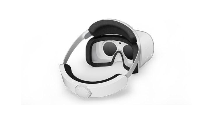 Lenovo Mirage Solo s VR headsetem Daydream: pohled zepředu